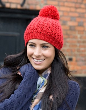 Result Winter Essentials Knitted Flute Pom Pom Hat
